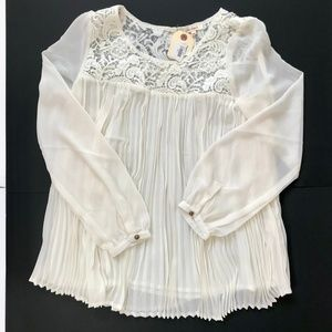 SUNDANCE Ivory Lace Pleated Peasant Top